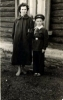 Ученик Фрязевской средней школы, с мамой. 1959 г.
