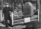 На могиле Марины Цветаевой. Март 1973 г.